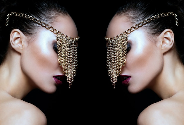 Zaubernahaufnahmeporträt des schönen sexy kaukasischen modells der jungen frau mit den bunten lippen, helles make-up, mit perfekter sauberer haut