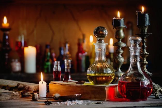 Zaubertrank, alte bücher und kerzen