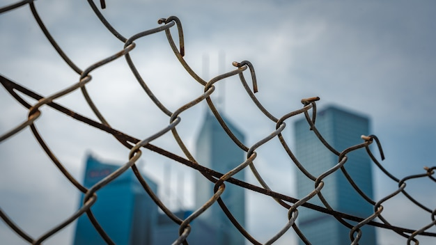 Zaun aus stahldraht
