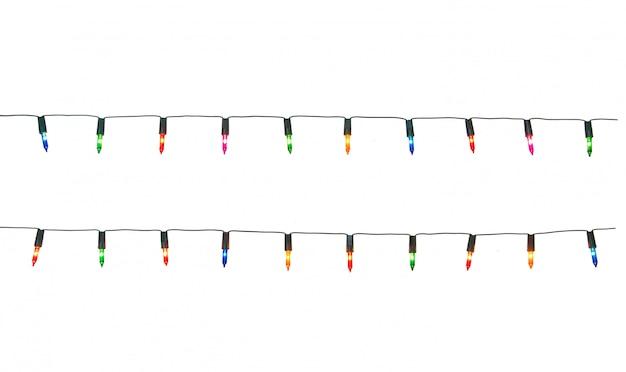Zeichenkette der weihnachtslichter getrennt auf weißem hintergrund mit ausschnittspfad
