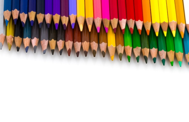 Zeichenzubehör: verschiedene farbstifte, isoliert auf weißem hintergrund