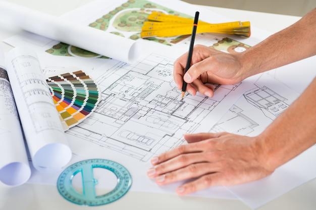 Zeichner-zeichnungsplan auf blaupause