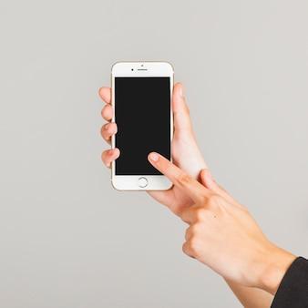 Zeigen auf den smartphone 'bildschirm