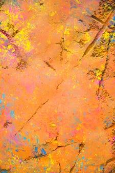 Zeilendrucke auf orangefarbenem pulver