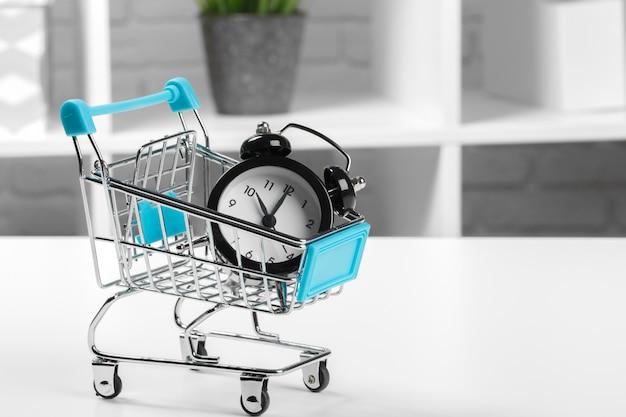 Zeit, e-commerce, sparen und einkaufen.