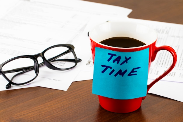 Zeit für steuern geld finanzbuchhaltung steuerkonzept