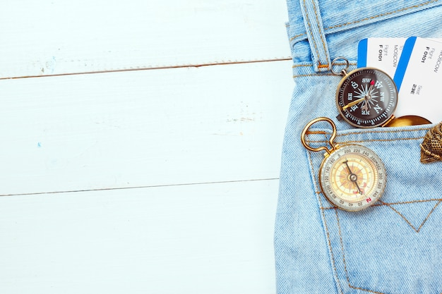 Zeit zu reisen. idee für tourismus mit kompass.