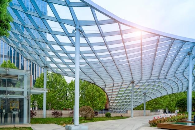 Zeitgenössisches architektonisches bürogebäude, stadtlandschaft, persönliche perspektive,