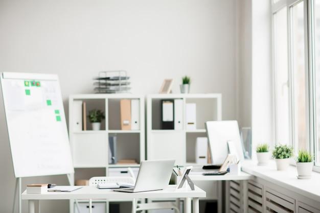 Zeitgenössisches büro