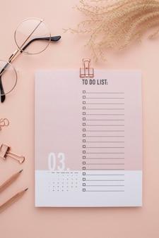 Zeitorganisationskonzept mit planer flach legen