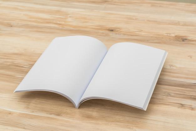 Zeitschrift liest moderne raumpräsentation