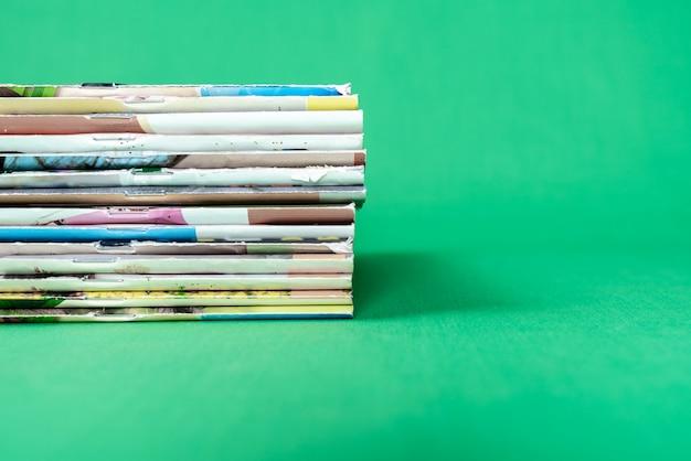 Zeitschriften stapeln