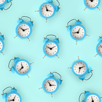 Zeitverschwendung konzept. viele blaue wecker