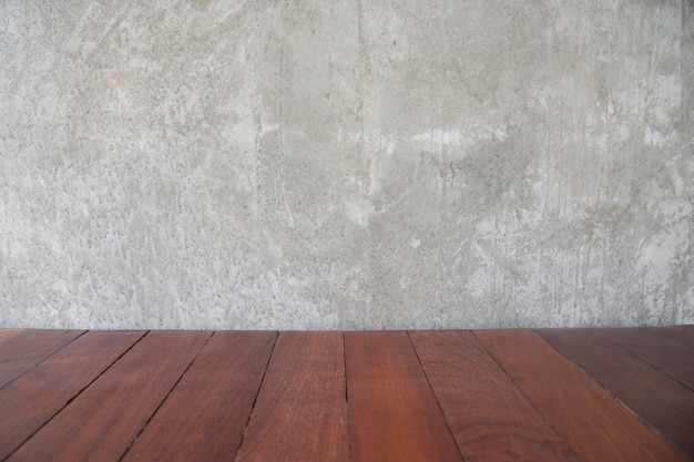 Zementieren sie betonmauer für kopienraum und altes braunes hölzernes retro- bodenmuster