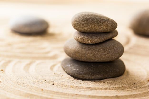 Zen-garten mit steinen zur meditation