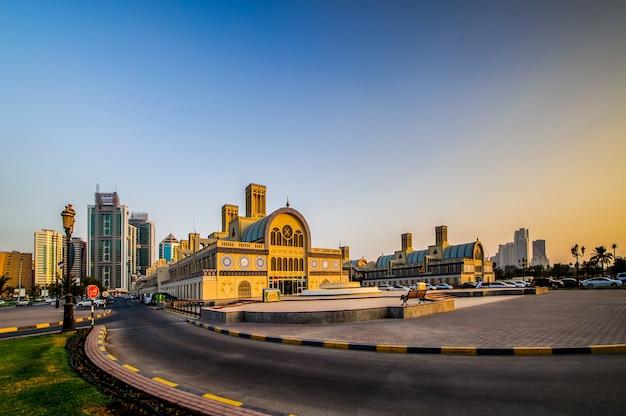 Zentraler souq in sharjah city, der beliebteste marktplatz für schmuck und souvenirs