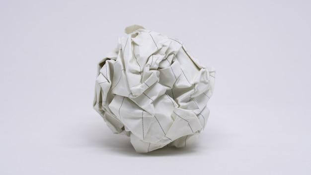 Zerknitterte papierkugel