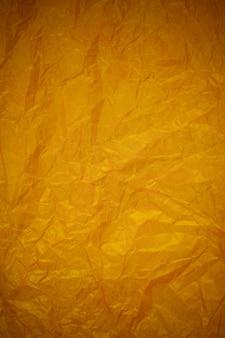 Zerknitterter goldpapierrecyclinghintergrund.