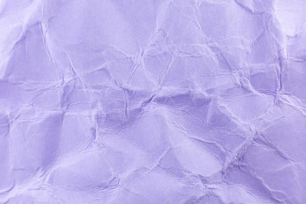 Zerknitterter lila papierhintergrund. echte makro-zerschlagene textur. nahaufnahme foto.