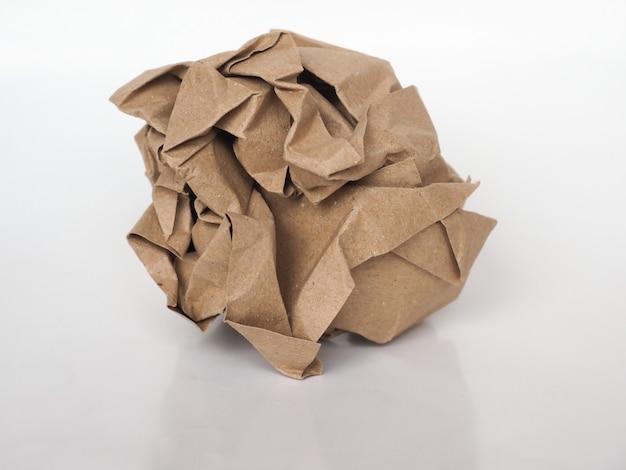 Zerknitterter papierball