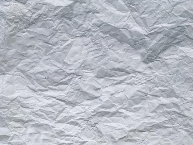 Zerknitterter weißer blatthintergrund