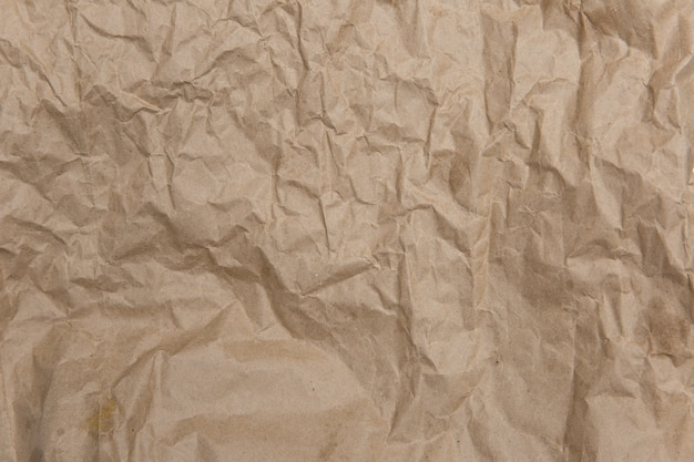 Zerknittertes altes braunes gelbes papier. raue alte textur. abstrakter hintergrund mit platz für text. alterungskonzept.