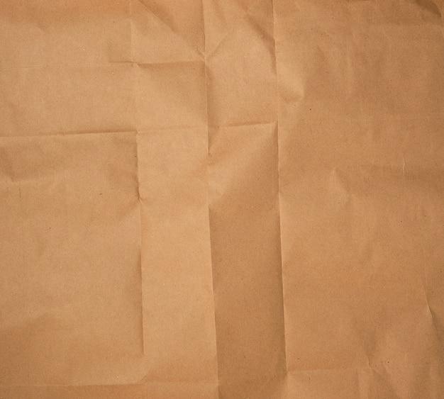 Zerknittertes braunes blatt papier, voller rahmen