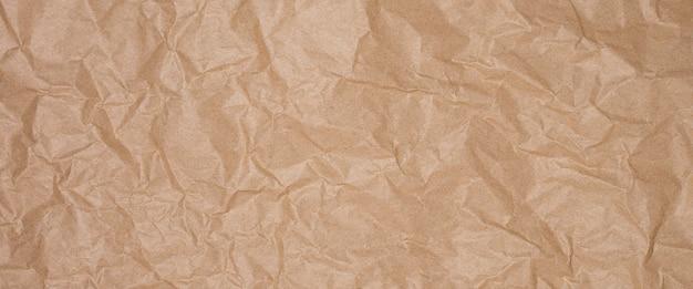 Zerknittertes braunes handwerkspapier, handwerkstexturhintergrund. banner.
