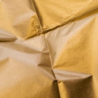 Zerknittertes quadrat aus goldfolie