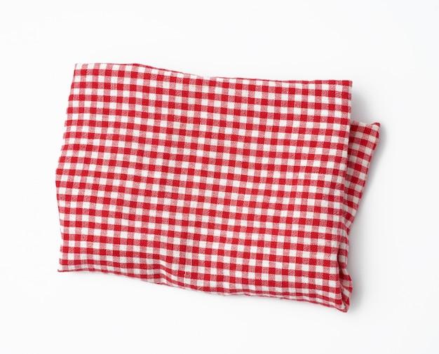 Zerknittertes rot-weißes küchentuch auf einem weißen