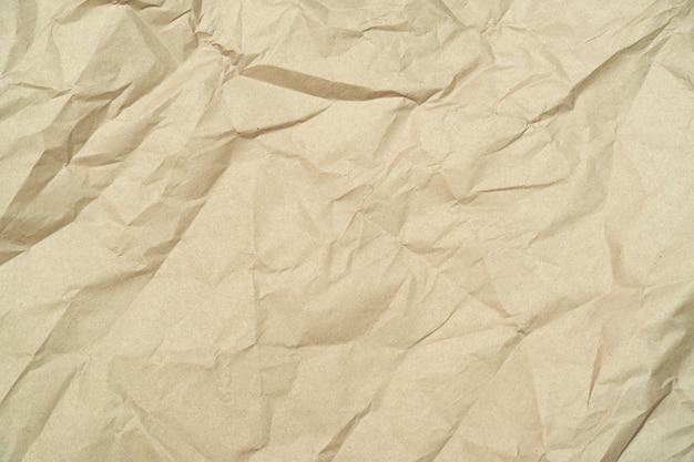 Zerknittertes, zerknittertes, braunes recyclingpapier, karton als hintergrund
