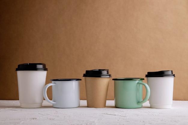 Zero waste produkte. satz von recycling-kaffeetasse. reduzieren sie plastikverpackungen. umwelt, ökologie, erneuerbares konzept