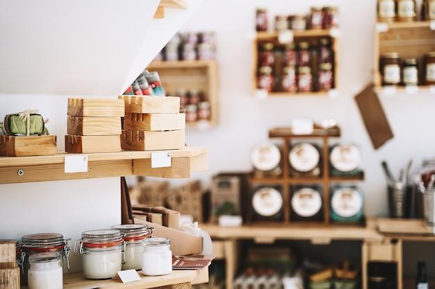 Zero waste shop interior details umweltfreundliches einkaufen bei lokalen kleinunternehmen