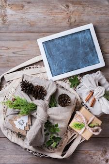 Zero waste weihnachtskonzept handgemachte geschenkboxen im furoshiki-stil Premium Fotos