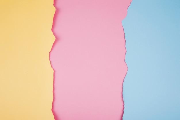 Zerrissene papierstücke von weichen farben