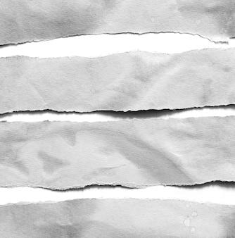 Zerrissener papiertexturhintergrund mit kopienraum für text