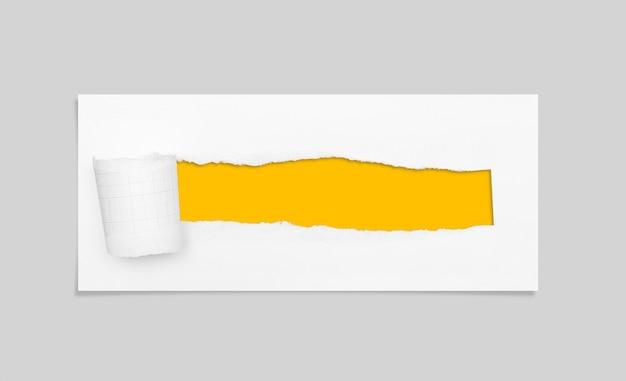 Zerrissenes loch und zerrissenes papier mit textfreiraum für text.