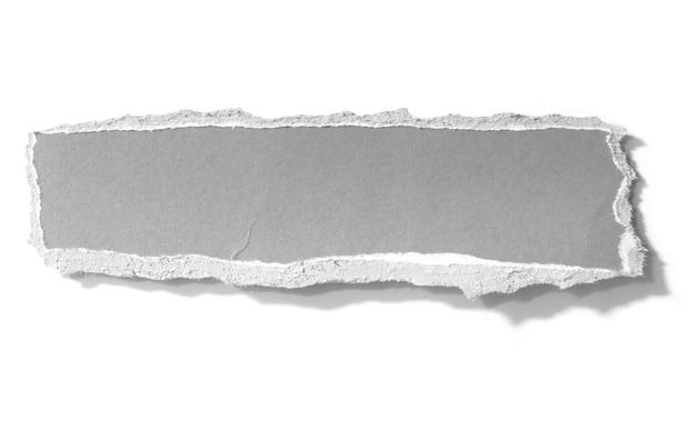 Zerrissenes papier isoliert auf weißem hintergrund
