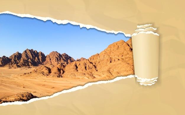 Zerrissenes papier mit berglandschaft im sich öffnenden hintergrund