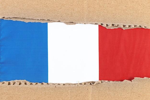Zerrissenes papier mit nationalflagge von frankreich reisekonzept mit französischer flagge.