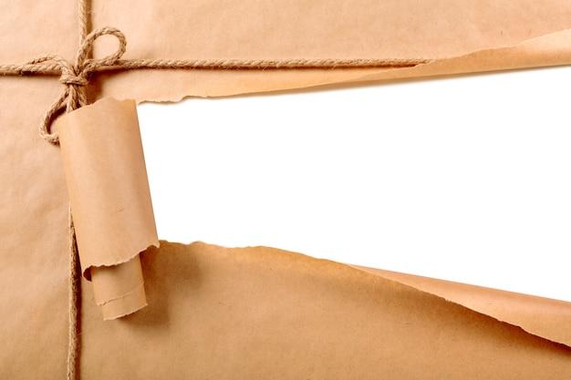 Zerrissenes papier-paket