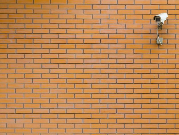 Ziegelsteinbeschaffenheit mit überwachungskamera