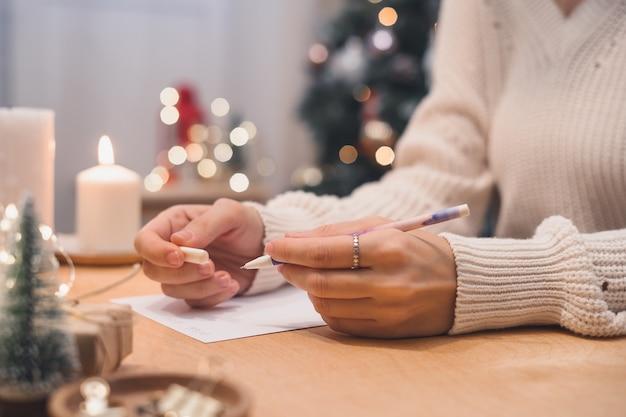 Ziele pläne zu tun und wunschliste für neujahr weihnachten konzept schreiben in notizbuch