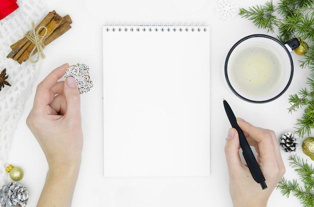 Ziele planen träume machen liste für weihnachtskonzept des neuen jahres.