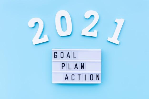 Zielplan-aktionswort mit nummer auf blauem hintergrund aufgabenliste im neujahrskonzept flache draufsicht