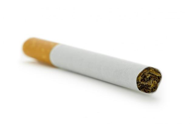 Zigarette getrennt auf weiß