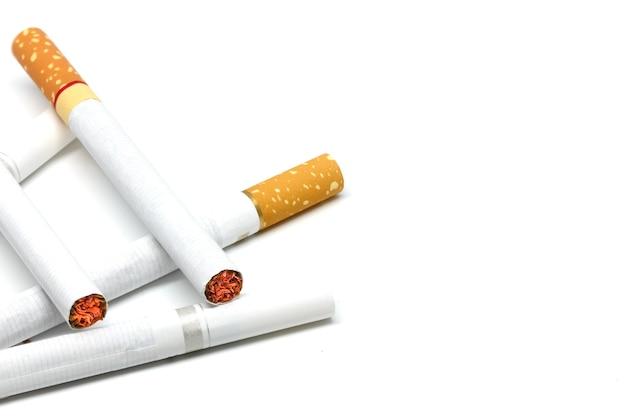 Zigaretten auf weiß