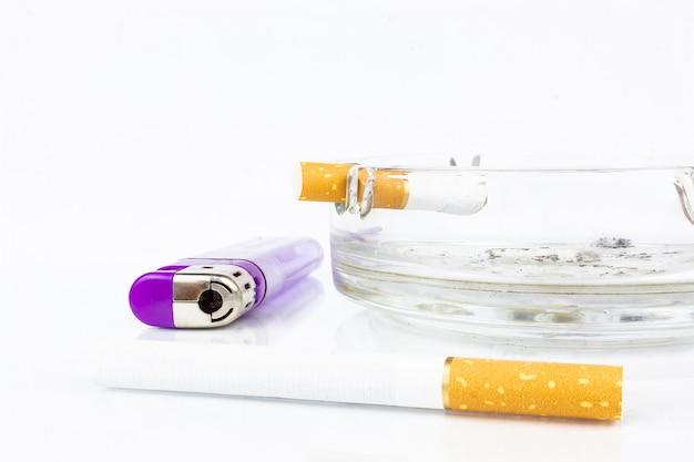 Zigarettenaschenbecher leichter zigarettenkippe