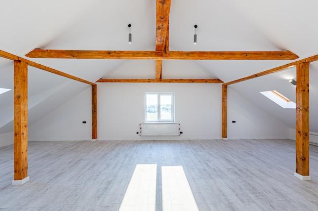 Zimmer in der hauswohnung gleich nach der renovierung