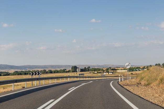 Zirkulieren entlang der autobahn
